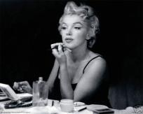 Marilyn Monroe at dressing table, Free S