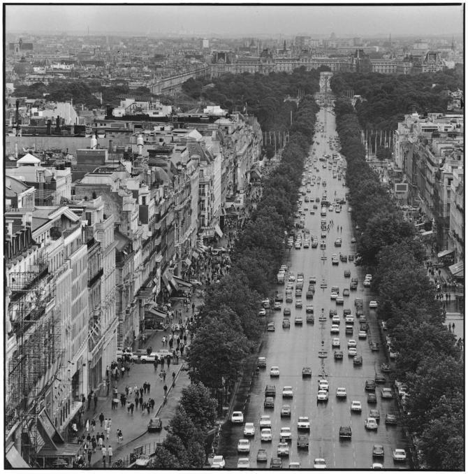 Paris. 1970. Photographer: Elliott Erwitt