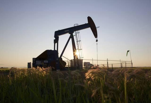 النفط يرتفع للجلسة الثانية على التوالي مباشر: واصلت أسعار النفط صعودها للجلسة الثانية على التوالي في تعاملات اليوم الجمعة الصباحية لتحوم أسعار الخام قرب أعلى مستوياتها في نحو 4 أشهر. وبحلول الساعة 6:45 بتوقيت جرينتش ارتفعت أسعار العقود الآجلة لخام برنت 0.12% إلى 52.53 دولار للبرميل. فيما زادت أسعار العقود الآجلة للخام الأمريكي الخفيف 0.17% إلى 50.5 دولار للبرميل. - المصدر : مباشر - شركة عربية اون لاين للوساطة فى الاوراق المالية للاستفسار عن الاستثمار فى البورصة المصرية من خلال شركة عربية اون…