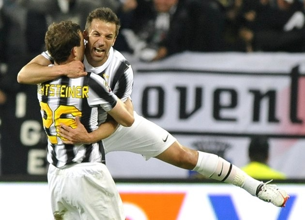 Juventus' Alessandro Del Piero (R) celebrates with teammate Lichtsteiner after scoring against Lazio during their Italian Serie A soccer match at Juventus stadium in Turin April 11, 2012. REUTERS/Giorgio Perottino (ITALY - Tags: SPORT SOCCER TPX IMAGES OF THE DAY)      Juventus' Alessandro Del Piero shoots and scores a free kick against Lazio during their Italian Serie A soccer match at Juventus stadium in Turin April 1  From http://it.eurosport.yahoo.com/foto/juventus-lazio-slideshow/