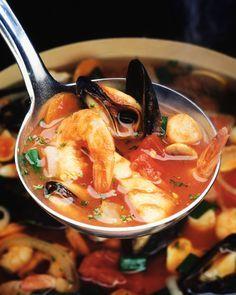 Bouillabaisse, klassisk fisk- och skaldjurssoppa som imponerar på festligare tillfällen. Prova själv, här hittar du vårt recept på en härlig bouillabaisse.