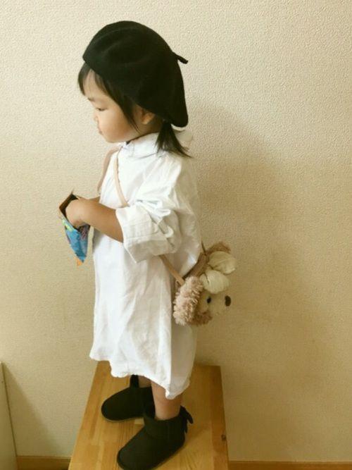 オーバーサイズのシャツをワンピ風に。 お兄ちゃんの白シャツ。130だから袖ぐるぐる折りまくっておりま