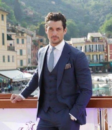 El traje azul, ni claro ni oscuro. El azulón impecablemente combinado por el gentleman David Gandy