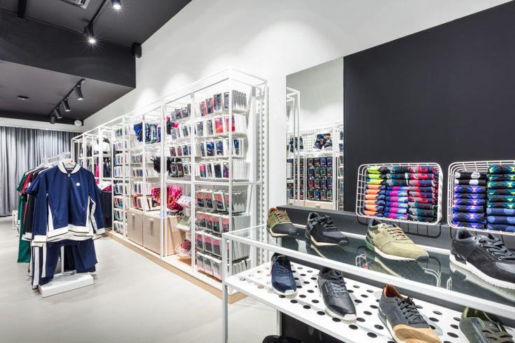 I nederländska Zwolle finns Björn Borgs butik i smakfull vit inredning med inslag av ljus, lackad ek. KS Projekt har levererat inredning samt mattor och...