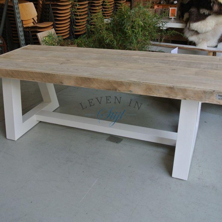 Sloophout steigerhout tafel Dina met wit onderstel op maat gemaakt door leven in stijl alkmaar