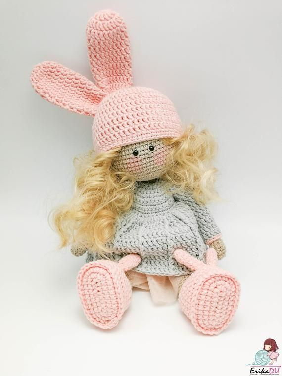 Amigurumi crochet doll pattern: Gloria with realistic bottom | 760x570