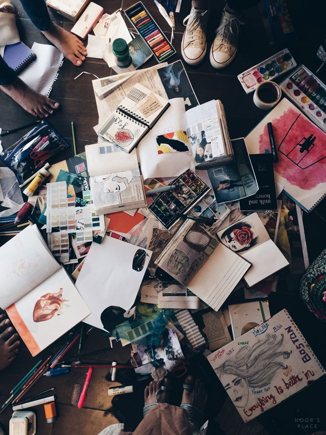 messy work station of teenage artists, tumblr aesthetic hipsters, art, artsy, journaling, instagram ideas inspiration, photo flatlay, creatives, grunge