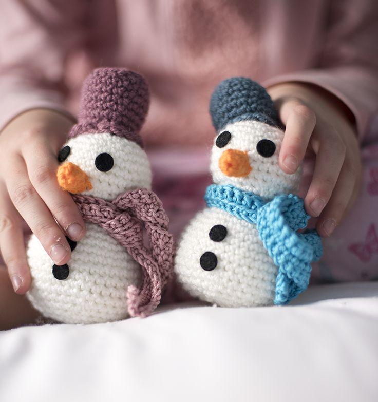 Patrón de muñeco de nieve (gratis) - Free snow man crochet pattern ★•☆•Teresa Restegui http://www.pinterest.com/teretegui/•☆•★