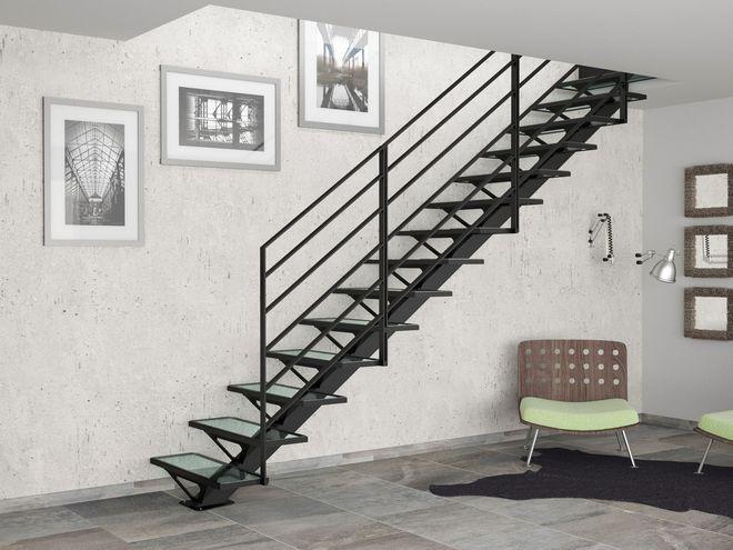 Un escalier noir et verre