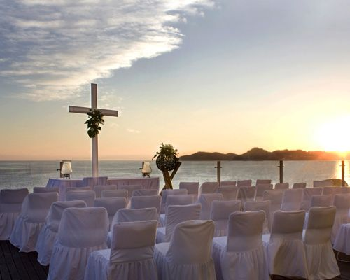 Hotel Calinda Beach Acapulco #bodas #playa #ceremonia #decoración
