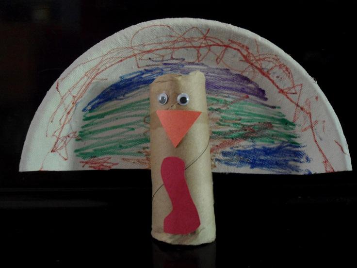 Pavo    Compartimos esta manualidad que puedes relacionar con el Día de Acción de Gracias