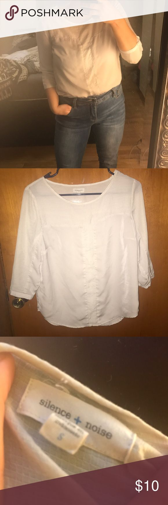 Urban outfitters small top Looks great with jeans or can dress up for business professional Urban Outfitters Tops Blouses
