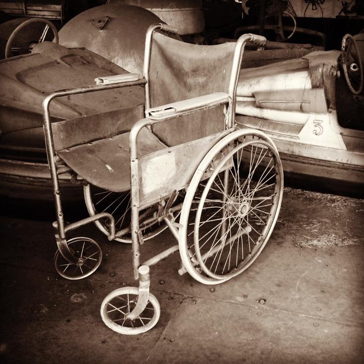 Silla de ruedas carreta antigua pinterest sillas de for Ruedas industriales antiguas para muebles