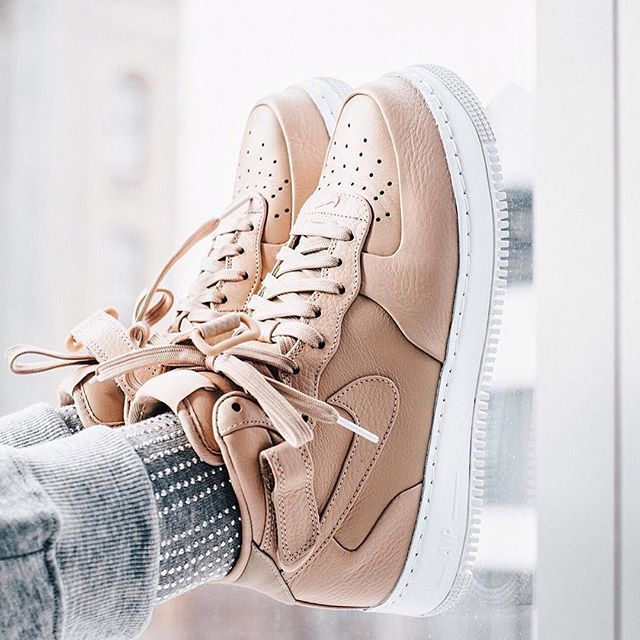 Sneakers femme - Nike Air Force One                                                                                                                                                      More