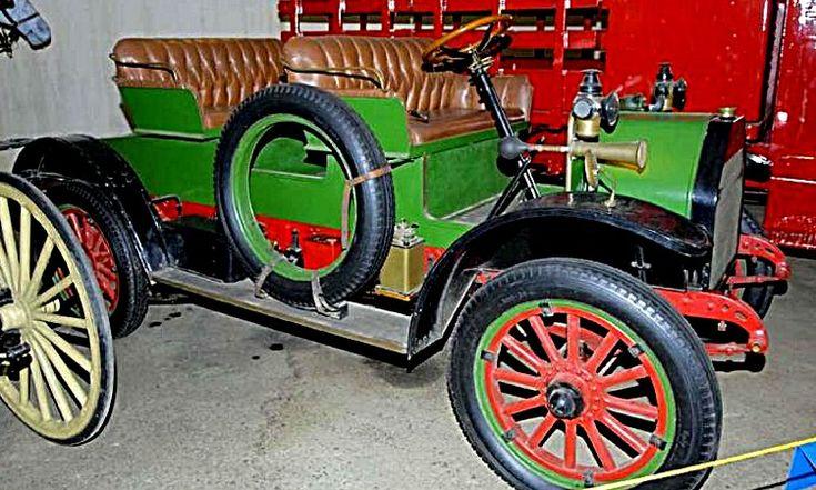 International Harvester MW, voiture routière de 1914  La International Harvester MW, cette voiture de collection fut construite en 1914.