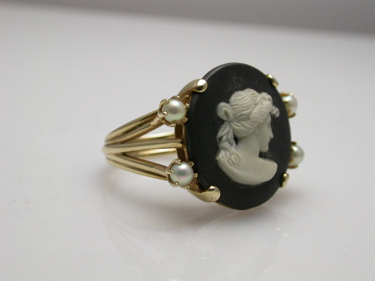 Lovely cameo ring. I can never find simple but lovely designs like this.