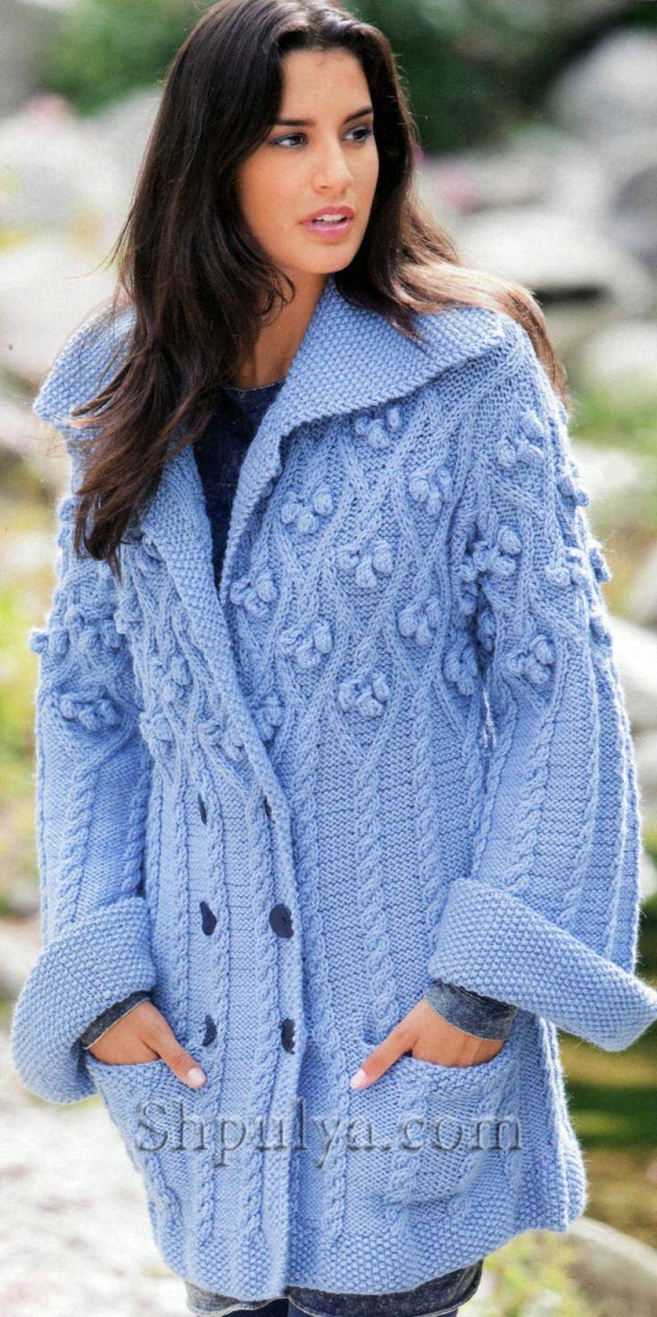Синее пальто с ромбами, косами и шишечками