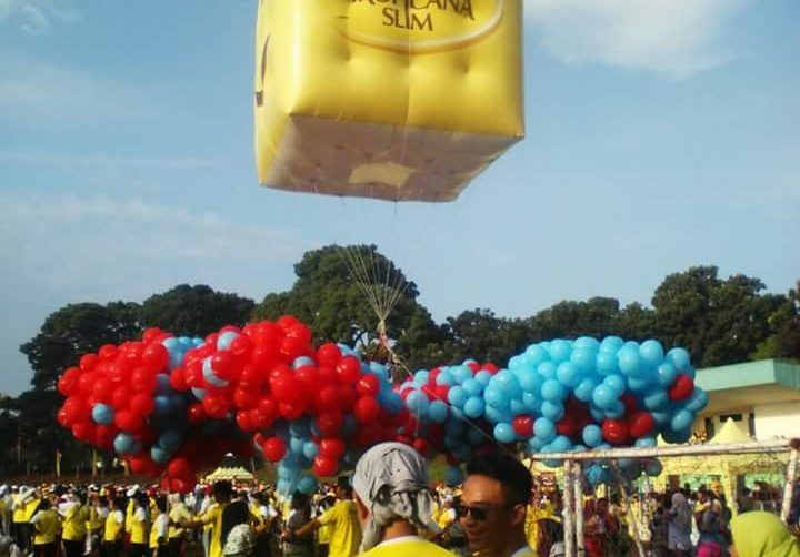 Surya Balon Memproduksi Balon Tepuk Murah dengan Kualitas Terbaik di Kelasnya Apa itu Balon Tepuk? Balon tepuk adalah sebuah balon yang berbentuk stick panjang dengan ukuran 60 cm x 12 cm terbuat d…