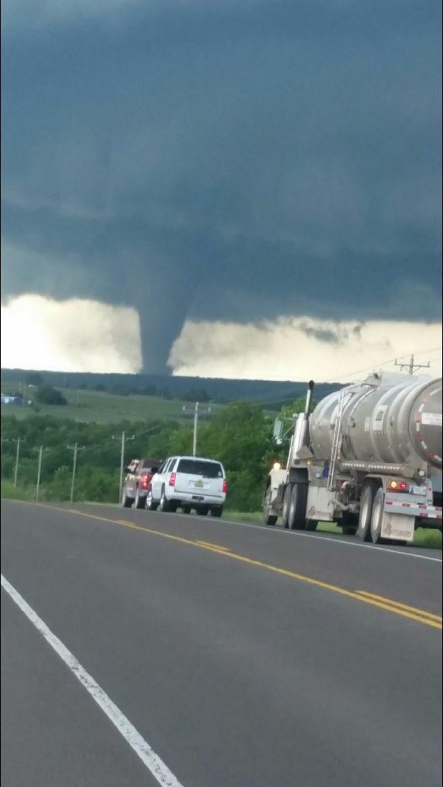 Tornado near Davis, OK May 8, 2016