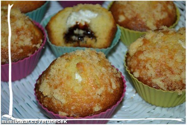 Muffiny s povidly,tvarohem a drobenkou