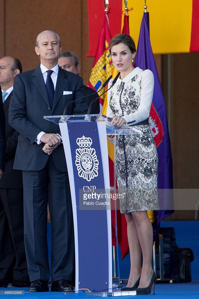 Queen Letizia of Spain delivers spanish flag to National Police at National Police School headquarters on November 10, 2015 in Avila, Spain.  (Photo by Pablo Cuadra/Getty Images)