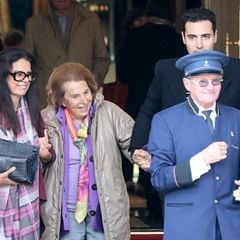 Liliane Bettencourt leaves the Ritz in Paris with her daughter and grandson (314608)