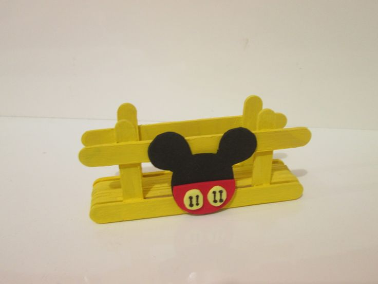 Lindo porta Guardanapo Mickey <br>Feito artesanalmente <br>Ideal para mesa de convidados. <br>Prazo para confecção : 7 dias úteis <br>Prazo para entrega : dia de postagem + prazo estimado pelos correios.