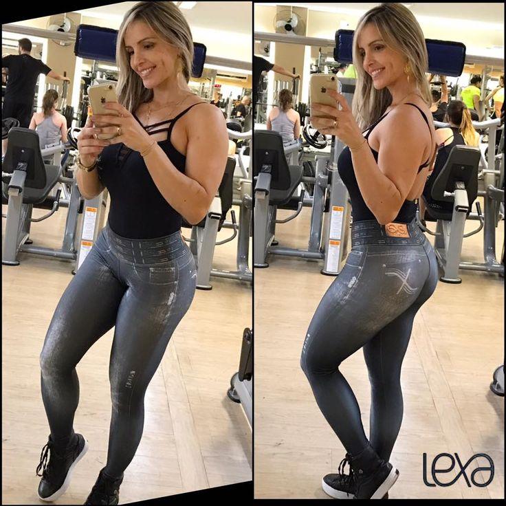 Legging Fake Jeans Black. www.lexafitwear.com.br Lexa Fitwear é a linha fitness que garante a você extremo conforto na hora dos treinos, além de possuir um diferencial que vai te colocar em destaque ao entrar na academia: sensualidade na medida certa. Acredite, Lexa Fitwear vai valorizar ainda mais a sua beleza e seus treinos serão ainda mais motivados com a nossa linha de roupas. Use e comprove, você #lindadelexa!