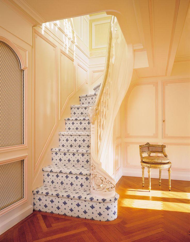 Garderobe staircase carolands palace hillsborough ca for Garderobe chateau