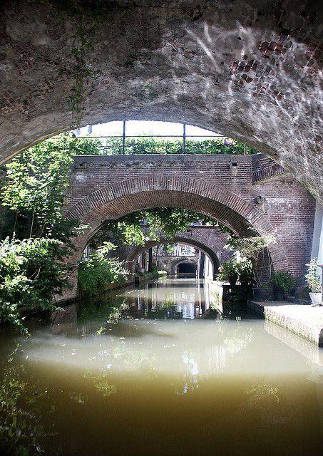 More Utrecht canals: Kromme Nieuwegracht, Utrecht, The Netherlands   met kano in een uur de Singel rond : geweldig!!!