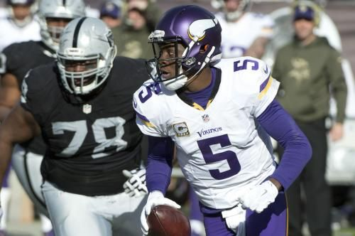 Minnesota Vikings quarterback Teddy Bridgewater continues to work out off to the side with athletic trainers.