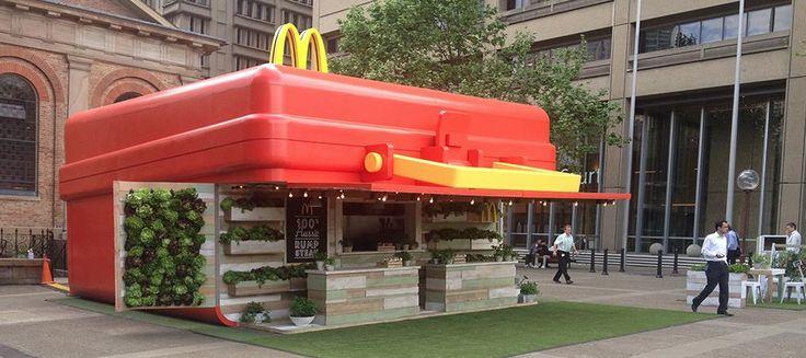 Pop up restaurant en forme de Lunchbox en Australie. Afin de promouvoir le lancement de ses nouveaux wraps préparés avec de la viande 100% australienne, Mc Donalds a décidé de jouer la carte nationale à fond.