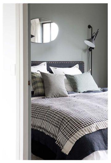 Accumulation de coussins pour ce lit cocooning - CARAVANE LOVING IT...