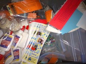 craft kits for sick kids - LOVE IT. A service project they can relate to
