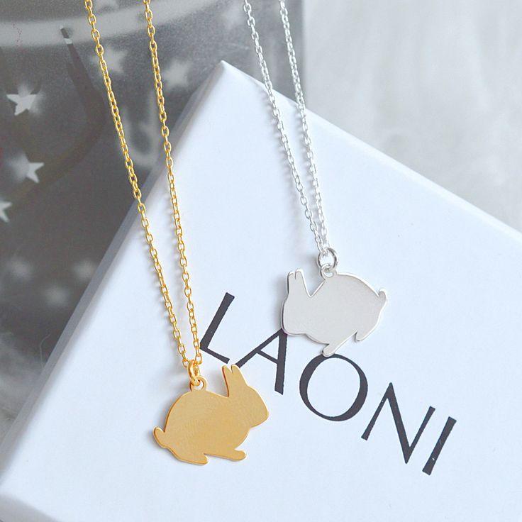 Złoty naszyjnik z królikiem  >>> https://laoni.pl/zloty-naszyjnik-z-krolikiem #królik #prezent #biżuteria #dlaniej #celebrytka