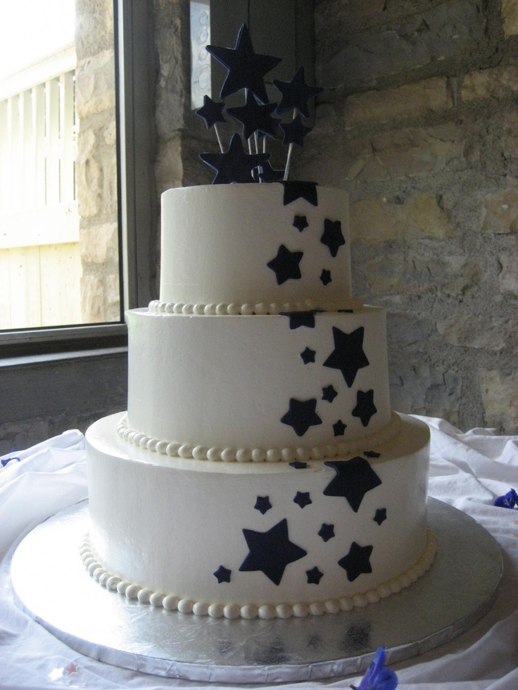 {Bold Star Wedding Cake} I just love this design for a New Year's Wedding in Gold and Silver!