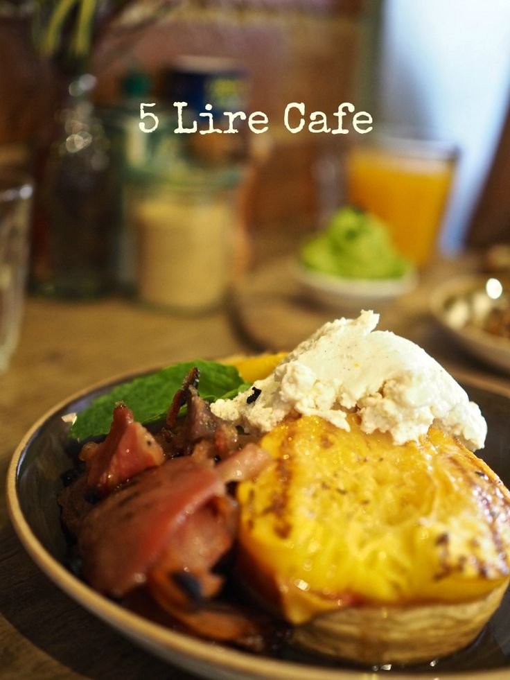 5 Lire Cafe, North Melbourne - Champagne and Chips