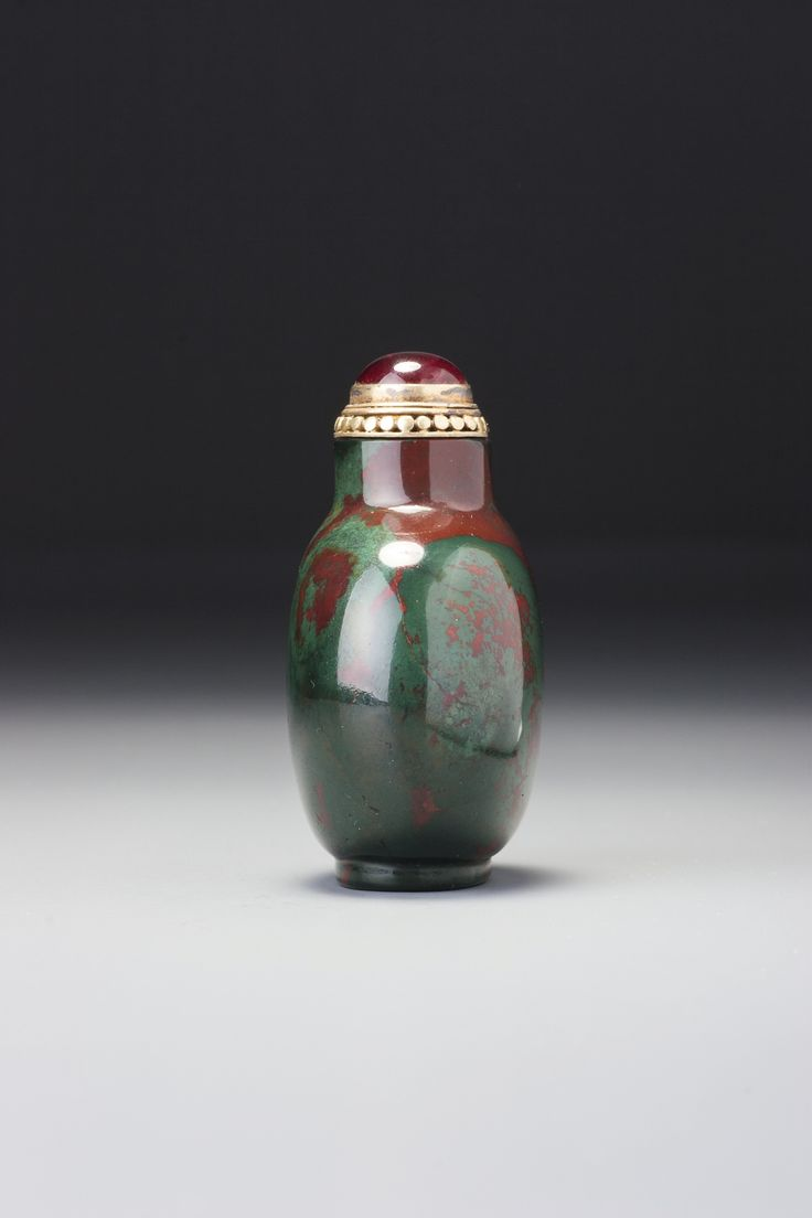 A JASPER SNUFF BOTTLE<br>QING DYNASTY, 18TH / 19TH CENTURY | Lot | Sotheby's