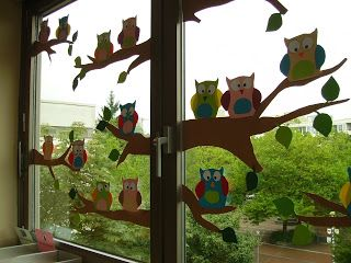 """Basteln im Herbst: Fensterbild """"Eulen-Großfamilie"""" aus Buntpapier #Basteln #DIY #Herbstdeko"""