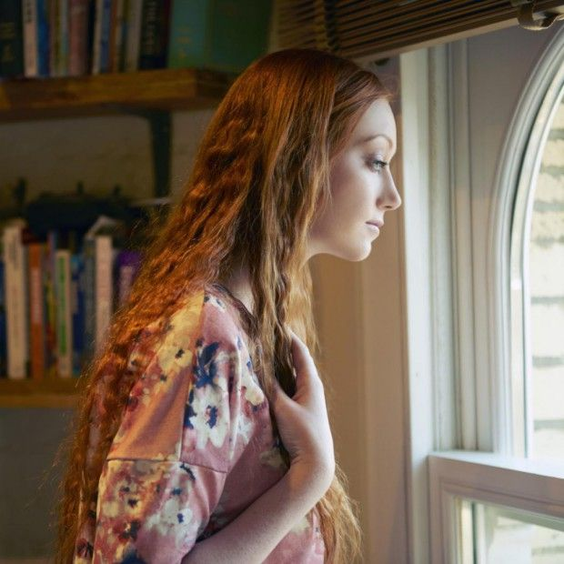 Quand la jalousie devient maladive et empoisonne la vie du couple, que faire ? Saverio Tomasella, psychanalyste et auteur des « Amours impossibles » (éditions Eyrolles), répond à nos questions. Retrouvez aussi trois témoignages d'internautes qui sont sortis de la jalousie maladive. http://www.elle.fr/Love-Sexe/Mon-mec-et-moi/Articles/jalousie-maladive-2952662