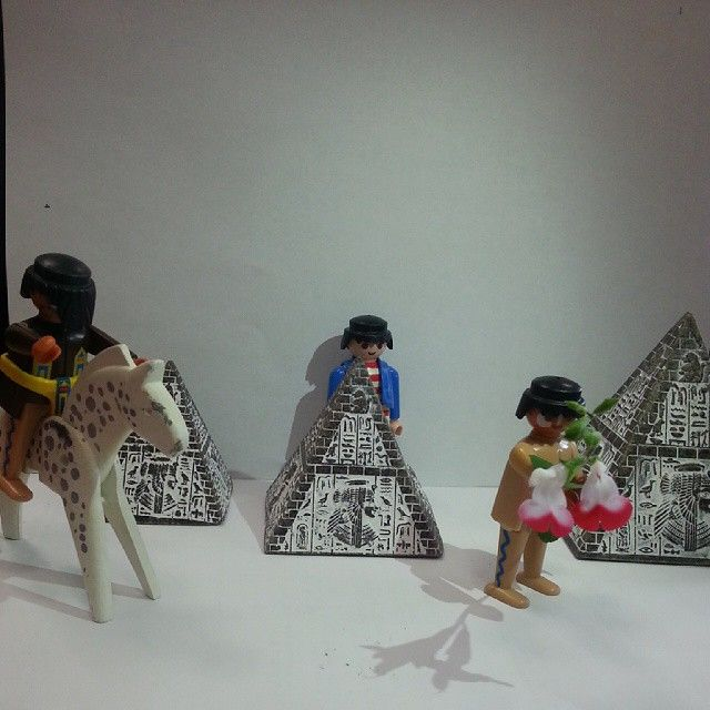 #rendezvous #chabadada #fleursquipuent #playmobil #pyramide #enavantleshistoires #merciamonassistant #lol