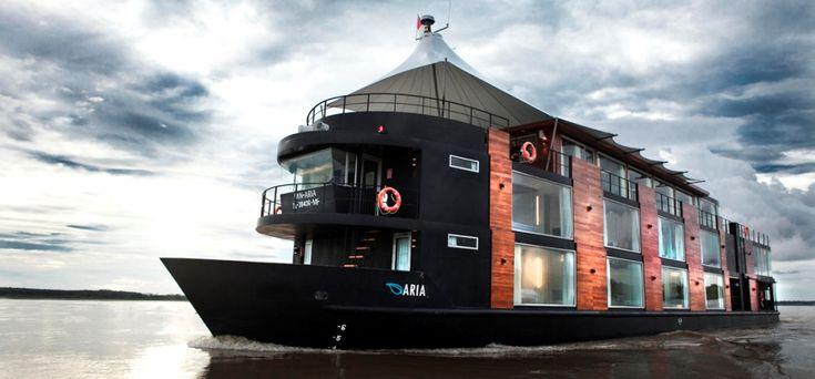 Δύο πλωτά ξενοδοχεία και ένα house boat προσφέρουν μια αξέχαστη εμπειρία διακοπών.