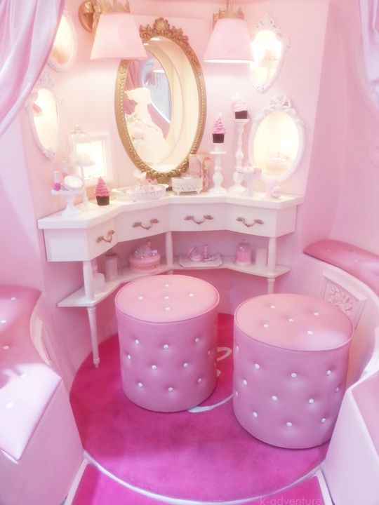 way too pink for me, but i like the curvature of drawers, good idea to take up less space in the corner :)