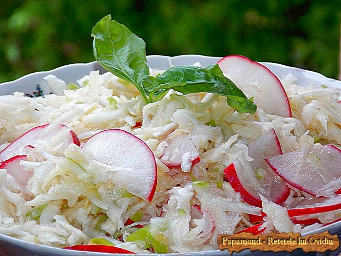 Salata de telina, ridichi si mere verzi, cu lamaie si ulei de masline