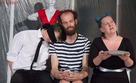 Divadlo na cucky se loučí s Wurmovkou groteskou o samotě