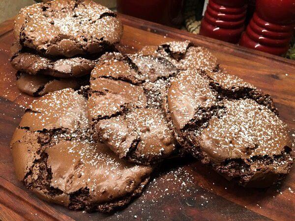När chokladsuget sätter in och du bara MÅSTE ha något chokladigt, kladdigt, segt då är dessa kakor de ultimata att baka! De går fort att röra ihop smeten och snabbt att grädda dom, inga krusiduller oc