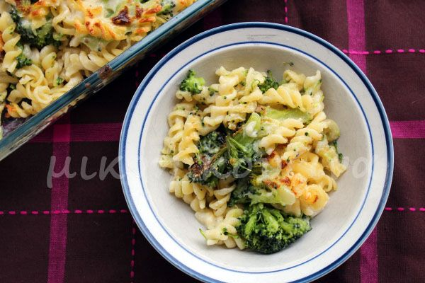 μικρή κουζίνα: Ζυμαρικά με μπρόκολο και ελαφριά μπεσαμέλ στον φούρνο