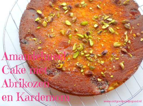 Amandelmeel Abrikozen Cake met Kardemom en Vanille | Deze heerlijke cake zal elke grijze dag opfleuren met zijn Duizend en Eén Nachten smaken van kardemom.