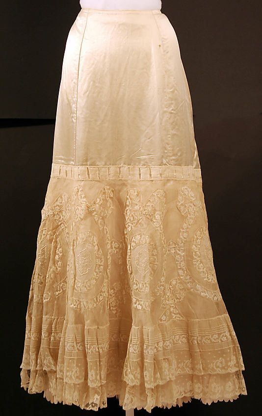 Petticoat Date: 1890s Culture: American Medium: silk, cotton Dimensions: Length at CB: 40 in. (101.6 cm) Credit Line: Gift of Mrs. Harry T. Peters, 1950 Accession Number: C.I.50.1.1