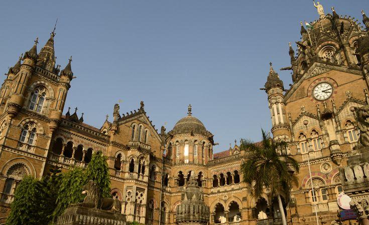 Bombaim, Índia - A Chhatrapati Shivaji Terminus é a estação de trem mais movimentada do país. Seu projeto é inspirado na arquitetura gótica